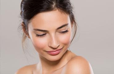Gönnen Sie Ihrer Haut eine luxuriöse Expedition mit hochwirksamen Inhaltsstoffen, einem hochkonzentrierten Serum sowie einer wirkintensiven Maske. Wir zaubern Ihnen ein Optimum an Ausstrahlung und Jugendlichkeit. In der DE LUXE Behandlung ist für Sie enthalten: Reinigung, Peeling, Ausreinigung, Augenbrauenkorrektur, Wimpern färben, Augenbrauen färben, Ampulle je nach Hauttyp, Gesichtsmaske sowie eine Abschlusspflege. Wir freuen uns auf Sie und Ihre Verwöhnzeit.
